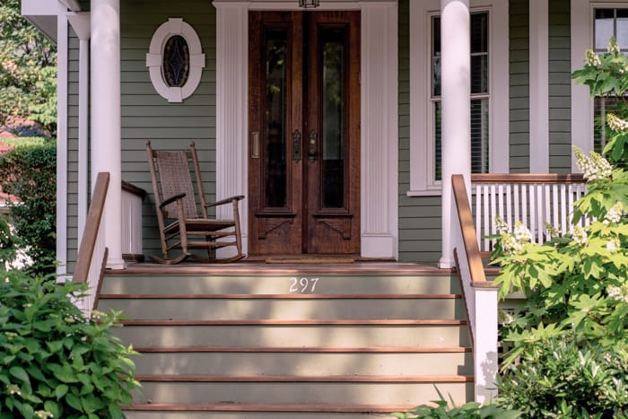 20 Cute And Cool Front Porch Décor Ideas