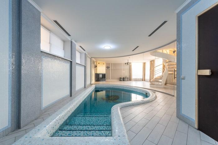 20 Casual Indoor Swimming Pool Design Ideas