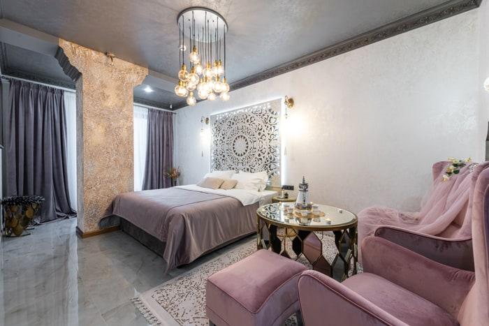 20 Stylish Bedroom Chandelier Ideas